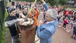 Schoonspringster Inge start 'Olympisch vuur' voor Kindervakantiewerk in Maasbracht