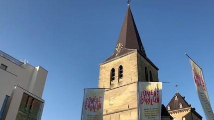 Video: Hommage aan overleden Stones-drummer Charlie Watts uit toren Sint Pancratiuskerk in Heerlen