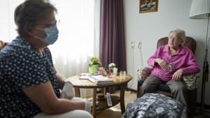 Geen bezoek in verpleeghuizen bij coronabesmetting: is die maatregel nog wel nodig?