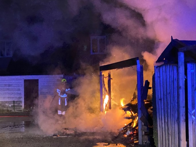Video: Grote schade bij brand in Venray
