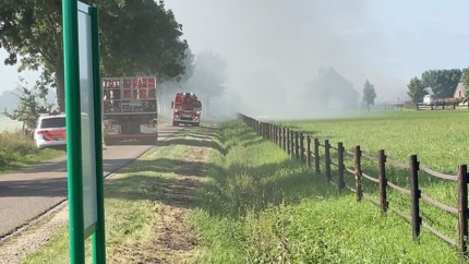 Brand in schuur vol hooi in Veulen, paarden in naastgelegen stal ongedeerd