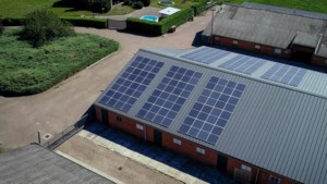 Lichte zonnepanelen voor zwakkere daken van stallen en hallen