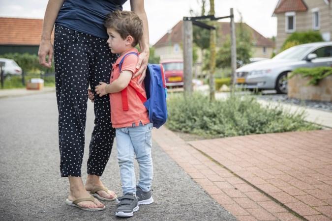 Ook zij gaan voor het eerst naar school: Vince (4), Thom (11), Sam (17) en Sharon (41)