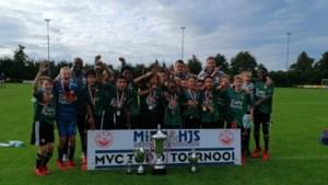 Tweede team Feyenoord wint toptoernooi in Maasbree na winst op Ajax 2