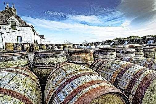 Handen af van onze whisky! Op het Schotse eiland Islay roken ze de drank met turf en hekelen ze klimaatactivisten