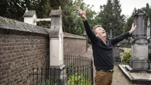 Gé Reinders maakt lied over Oude Kerkhof: 'Nemes óntsjnapt aan de dood'