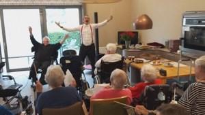 Video: Geëvacueerde ouderen zorgcentra Valkenburg kunnen zingend de zorgen even vergeten