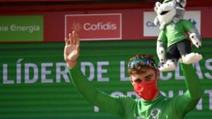 Hattrick voor Jakobsen, sprinter pakt op zijn verjaardag zijn derde ritzege in Vuelta