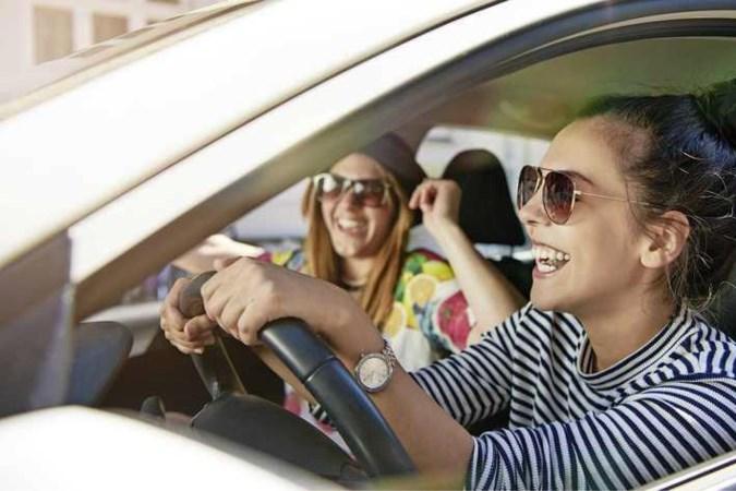 Jonge chauffeur ziet premie autoverzekering snel dalen