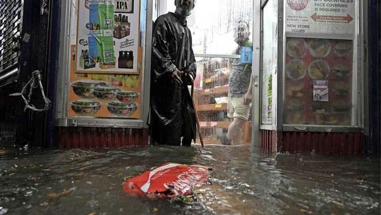 Video: Doden en overstromingen aan Amerikaanse oostkust door Ida