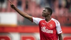 MVV-aanvaller Ntelo blijft nederig én zelfkritisch: 'Blij met de hattrick? Ik had vijf keer moeten scoren!'