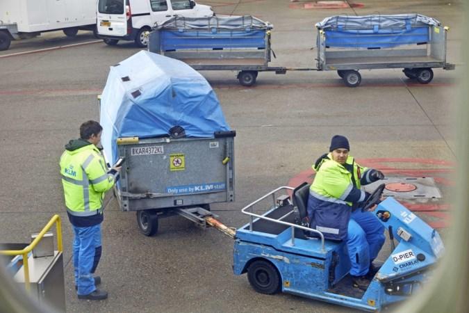 KLM-piloten 'uit nood' aan de bagageband