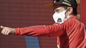 Primoz Roglic wint Ronde van Spanje voor derde jaar op rij