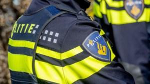 Automobilist klapt op A2 bij Meerssen tegen politieauto en slaat over de kop: snelweg urenlang dicht