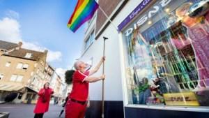 Coming outdag in Roermond; regenboogvlaggen beschikbaar