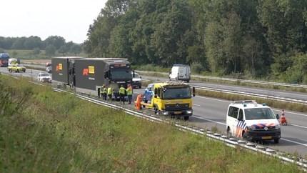 Vrachtauto Formule 1 botst tegen auto op A2