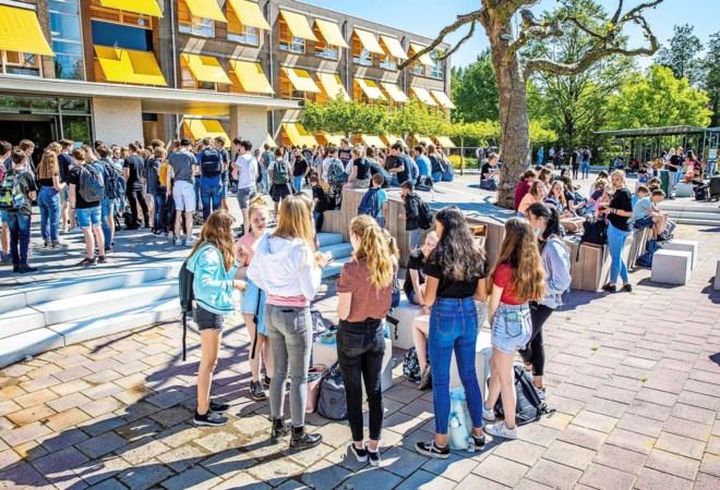 Tekort aan leraren op middelbare scholen in Limburg: 'Met camera's twee klassen tegelijk lesgeven'