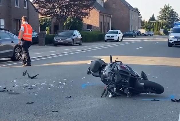 Motorrijder (34) zwaargewond afgevoerd naar ziekenhuis in Maastricht