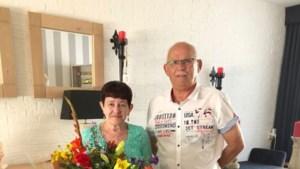 Gouden echtpaar krijgt alsnog felicitaties en bloemen van burgemeester Beesel