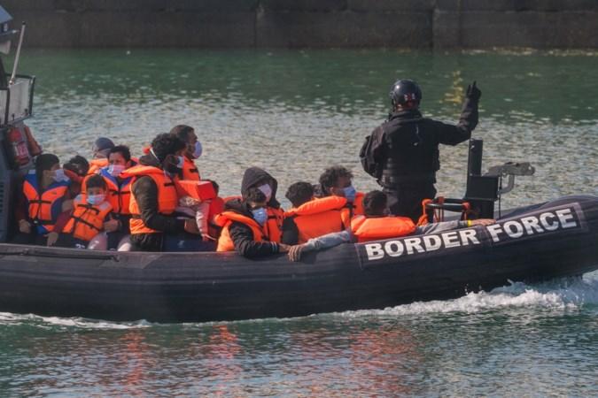Britten sturen migranten op zee terug naar Franse wateren