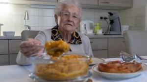 Gerda (89) is ondanks haar leeftijd niet te stoppen in de keuken: 'Ik probeer nog elke dag warm te eten'