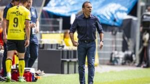 Post, Smans en Van Rooijen ontbreken, Sorga op de bank