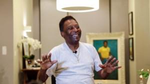 Voetballegende Pelé herstelt goed na operatie