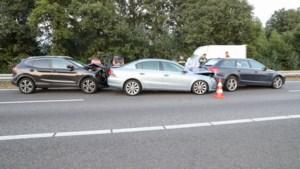 Serie ongelukken zorgt voor verkeerschaos op A2