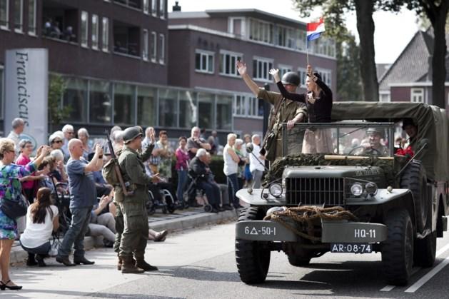 Zeventig legerwagens escorteren ultralopers naar Steinerbos