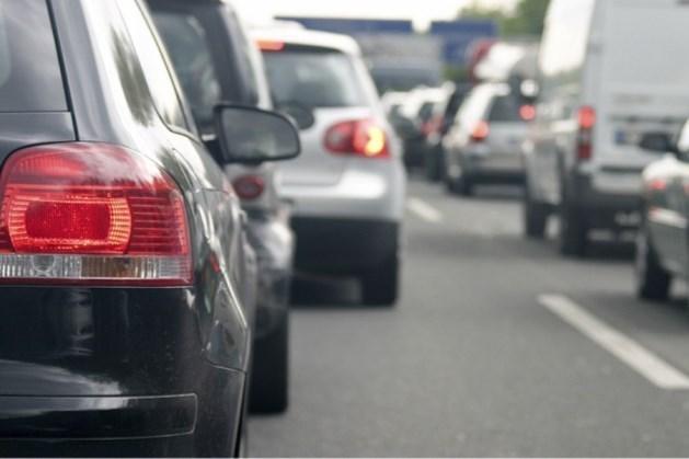 Veel verkeershinder in ochtendspits door ongeluk met twee vrachtwagens op A73