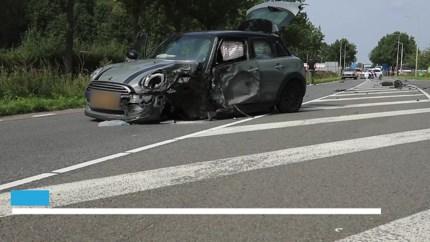Ernstige aanrijding tussen vrachtwagen en auto in Sittard