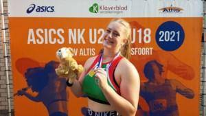 Audrey Jacobs uit Venlo wint goud bij het kogelslingeren op NK atletiek voor junioren