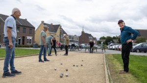 Roep om steun en hulp voor Ger Dolmans die wekelijks dorpsplein Berg aan de Maas opruimt