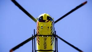 Hulpdiensten rukken massaal uit voor verstekelingen met ademhalingsproblemen in container