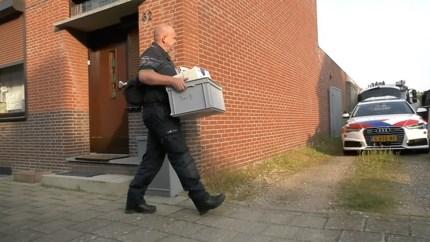 Politie doet onderzoek bij garageboxen in Roermond, EOD paraat
