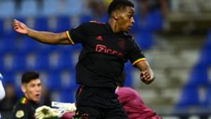 Ajax moet van UEFA drie vogeltjes uit de kraag van het populaire reggae-shirt verwijderen