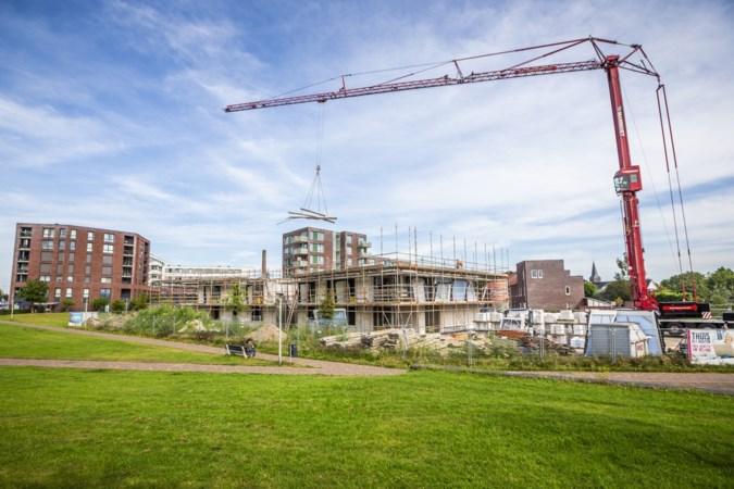 Eerste dek van nieuw appartementencomplex in Panningen is klaar