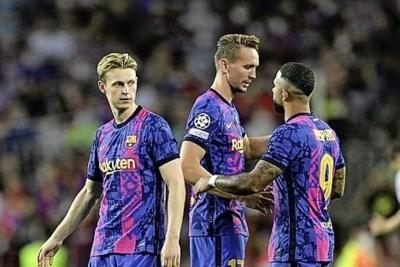 Ook bij debuut Luuk de Jong pijnigt Bayern Barcelona