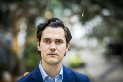 Juristen vrezen dat grondrechten gevaar lopen door coronamaatregelen: 'Poorten naar een totalitaire staat wagenwijd opengezet'