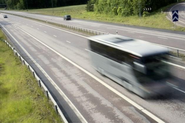Touringcarbranche wil langer steun omdat mondkapjesplicht blijft