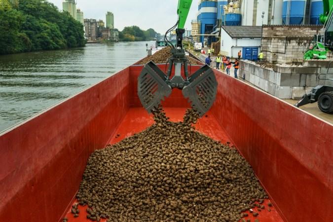 270 miljoen kilo Zuid-Limburgse suikerbieten per schip van Maastricht naar Dinteloord