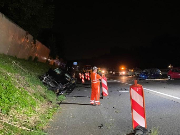 Ongeval met meerdere auto's door spookrijder op A76