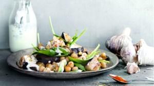 Janneke Philippi kookt: lauwwarme auberginesalade met fetadressing