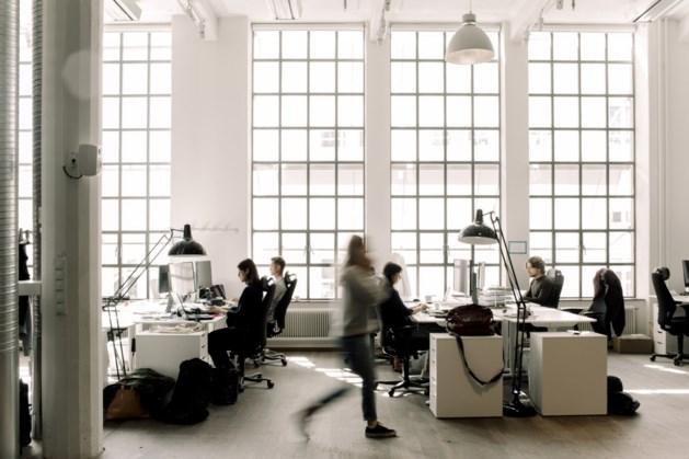 Grote bedrijven gaan weer tot de helft terug naar kantoor