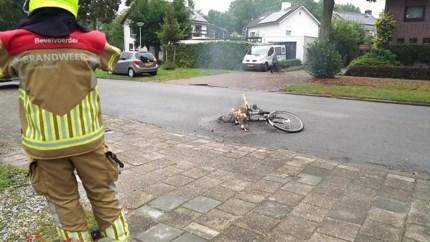 Accu elektrische fiets ontploft: vrouw komt met de schrik vrij