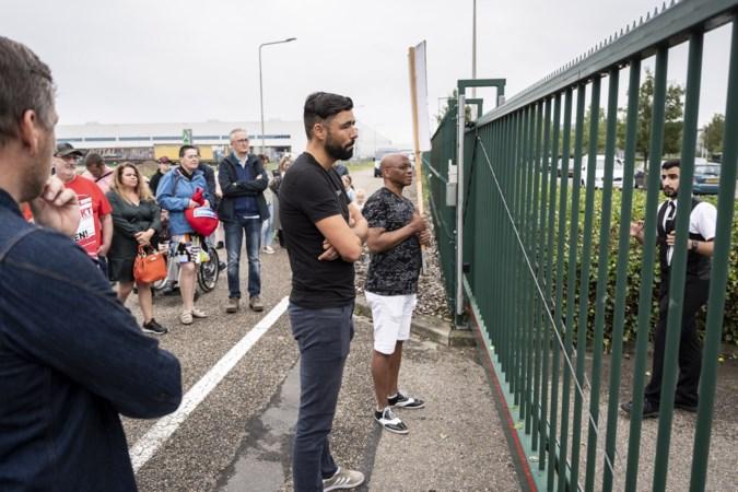 Aldi laat groep boze bewoners Zeswegen bij protest op straat staan
