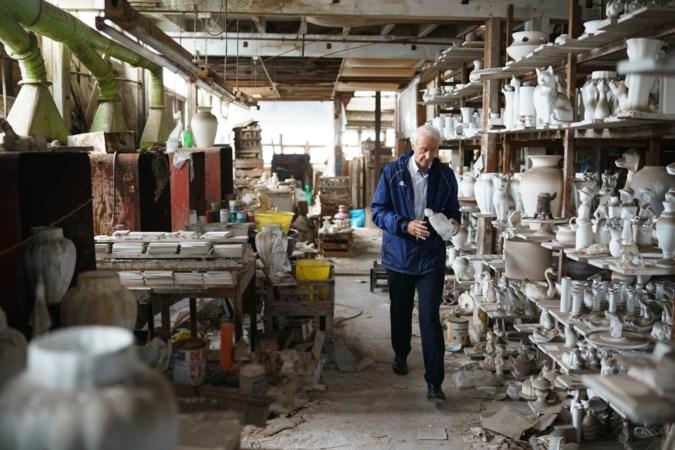 Oud-burgemeester Gerd Leers treft verborgen schatkamer aan in desolate keramiekfabriek Maastricht: 'Het was alsof ik een sarcofaag opende'