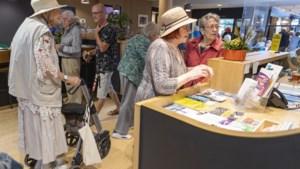 Seniorenmarkt in Roermond: cursussen zijn leuk, maar elkaar weer kunnen ontmoeten is nog leuker