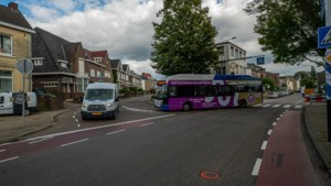 Valkenburg pakt verkeerschaos rond Aldi in Broekhem aan: verhoogd plateau op kruising moet snelheid fors afremmen