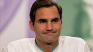 Geblesseerd of niet, Roger Federer casht miljoenen op gympies